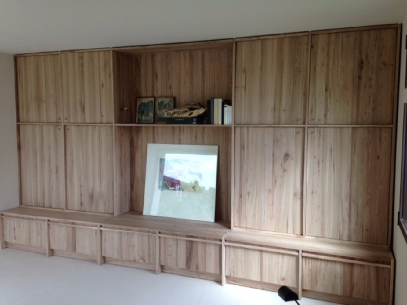 Tv wandkast in olmen hout special request tv meubels op for Tv wandkast